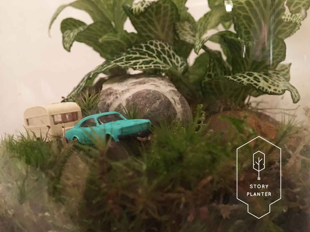 frontside-into-the-woods-car-with-caravan-custom-made-storyplanter
